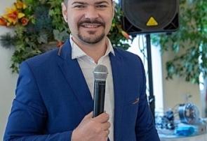 Наш Ведущий Василий Зажигалкин