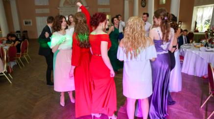 Молодёжная тусовка в Павловском дворце, проведение Нового года