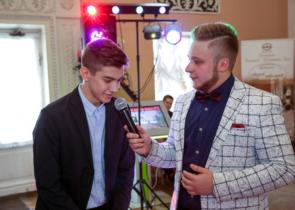 Благодарность ведущему выпускных вечеров Сергею и Ди Джею Илье