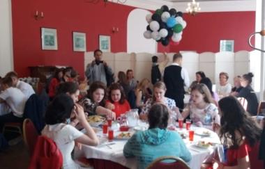 Выпускной вечер для основной школы в Нижнем Парке Петергофа