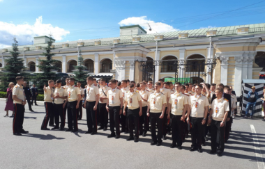 Грандиозный вечер для выпускников Суворовского училища