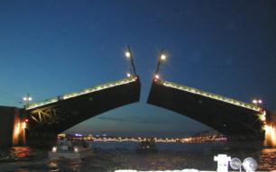Теплоходные прогулки по Неве, развод мостов